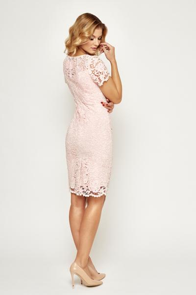 Elegancka koronkowa sukienka w kolorze pudrowym